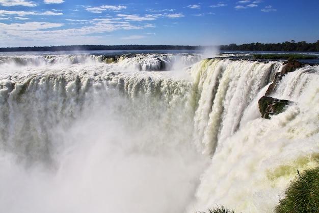Cataratas del iguazú en argentina y brasil