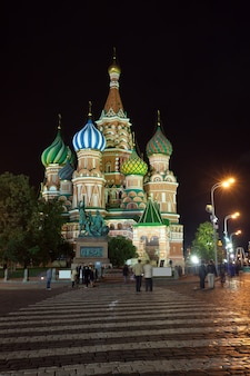 Catedral de la intercesión en moscú en la noche, rusia