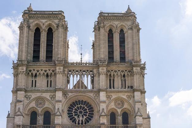 Catedral de notre dame de paris. vista frontal