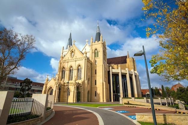 La catedral de santa maría en el centro de perth, australia
