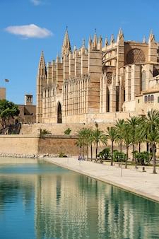 La catedral de santa maría de palma de mallorca, españa