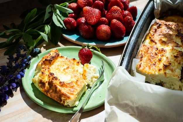 Cazuela de queso cottage apetitosa