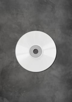 Cd blanco - plantilla de maqueta de etiqueta de dvd aislada sobre fondo de hormigón