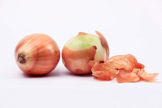 Cebolla fresca lista para cocinar verduras.