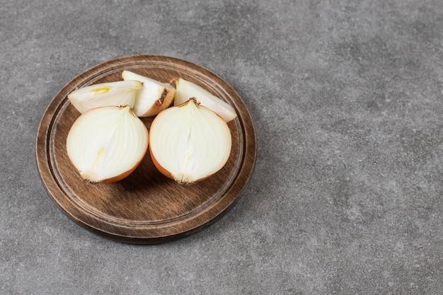Cebollas en rodajas foto en primer plano