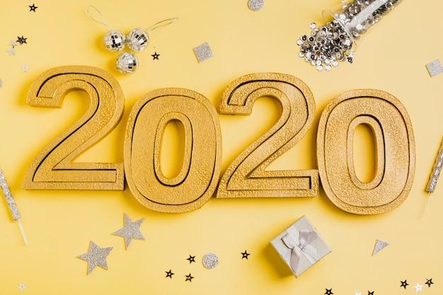 Celebración de año nuevo 2020 y accesorios plateados