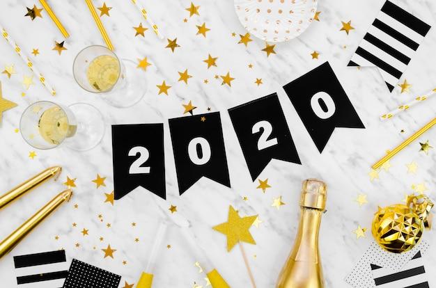 Celebración de año nuevo 2020 guirnalda y champán