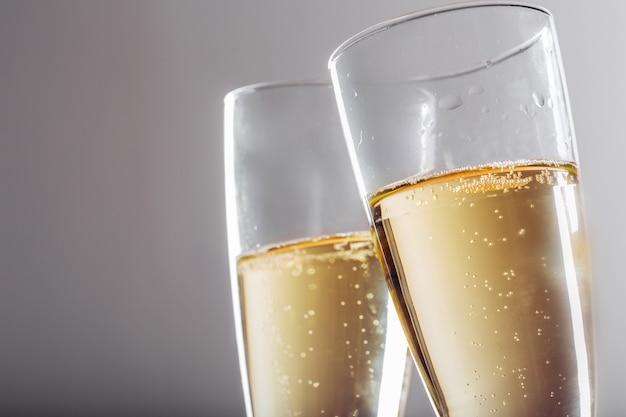 Celebración de fin de año con champagne
