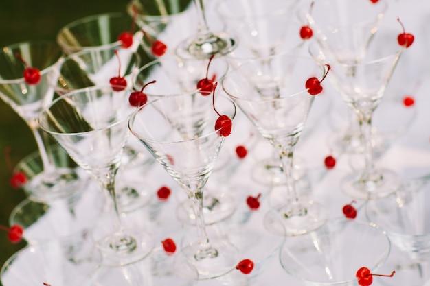 Celebración pirámide de copas de champaña