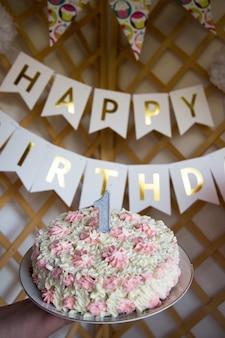 Celebrando el primer cumpleaños. organización de la fiesta de los niños