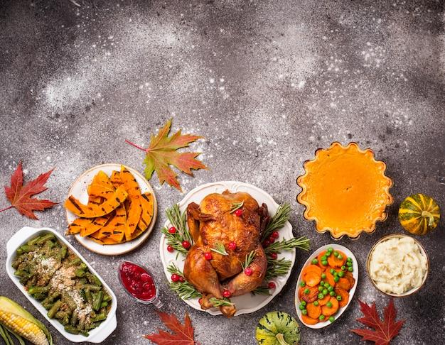 Cena festiva tradicional del día de acción de gracias