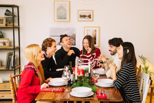 Cena de navidad en mesa
