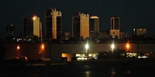 El centro de fort worth durante la noche