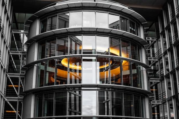 Centro de negocios, textura de vidrio negro, modernos edificios de oficinas