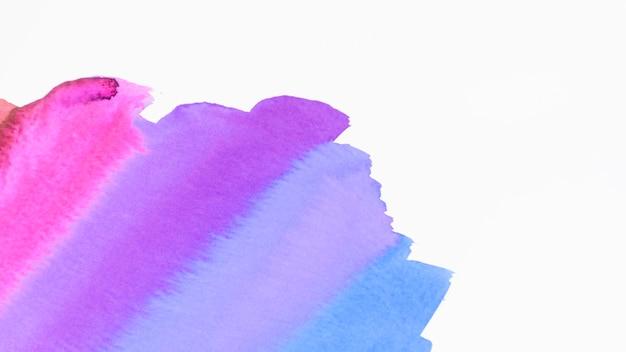 El cepillo artístico de la acuarela alimenta la textura aislada en el fondo blanco