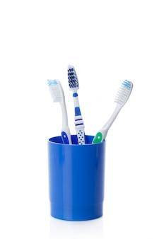 Cepillo de dientes aislado en blanco