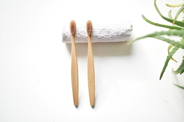Cepillos de bambú. producto ecológico para la salud. cero desperdicio.
