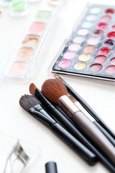 Cepillos cosméticos con polvo