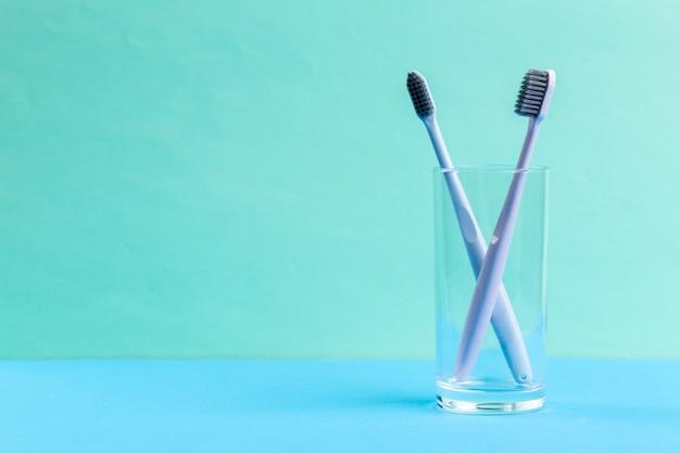 Cepillos de dientes en vidrio