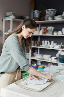 Ceramista femenina moderna