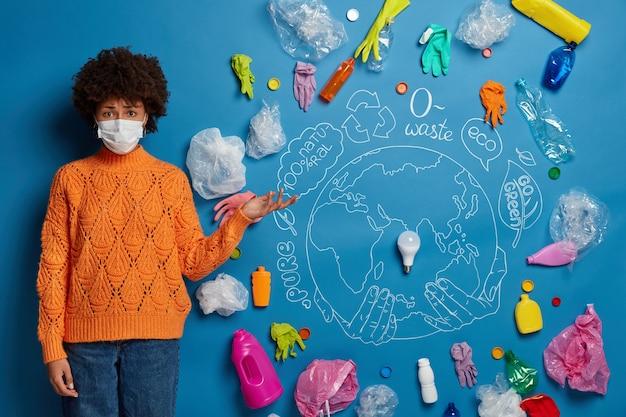 Cerca de activista joven cerca de collage de concepto de ecología
