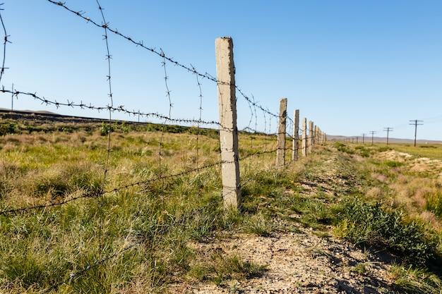 Cerca de alambre de púas mongolia