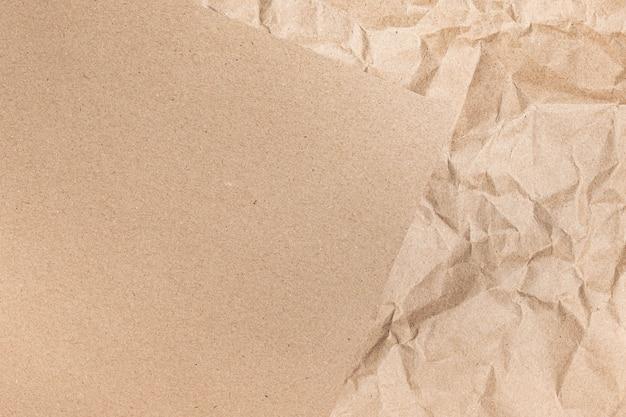 Cerca de arrugas marrón reciclado arrugado viejo con textura de página de papel