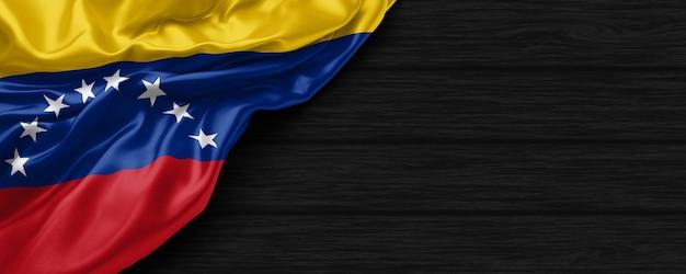 Cerca de la bandera de los estados unidos de venezuela en el fondo de madera negra 3d render