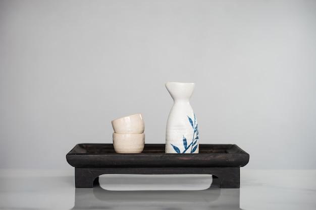 Cerca del conjunto de beber japonés sake