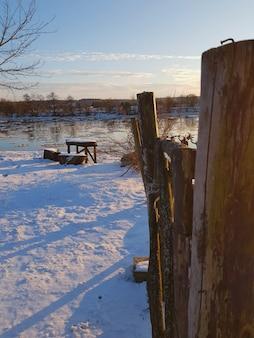Cerca de invierno cerca del lago