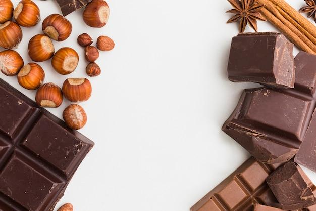 Cerca de la deliciosa barra de chocolate