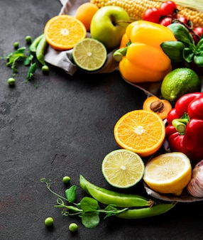 Cerca de diversas frutas y verduras