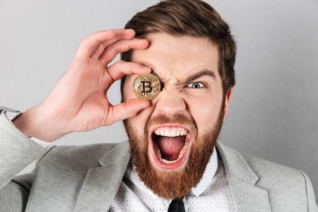 Cerca de un empresario gritando