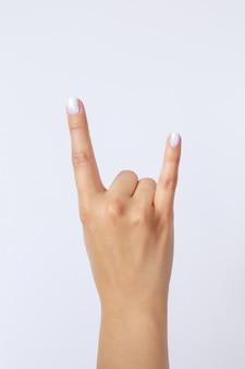 Cerca de hermosos gestos con las manos aislados