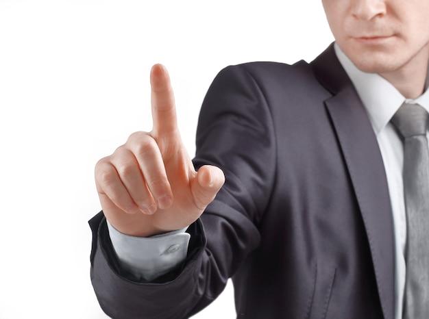 De cerca. hombre de negocios confiado presiona su dedo sobre el point.isolated virtual en blanco.