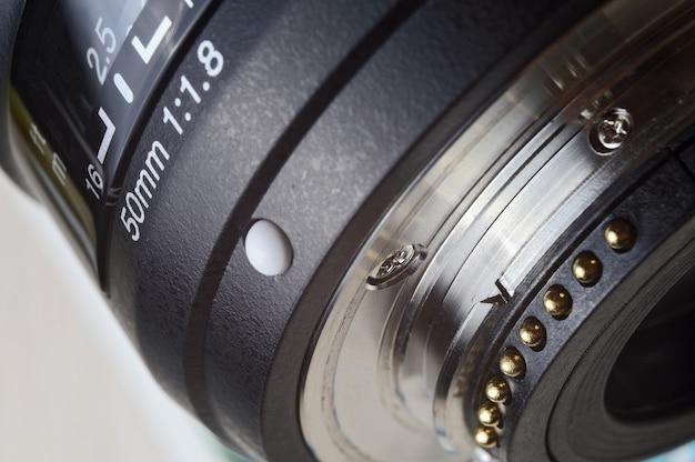 Cerca de una lente de 50 mm