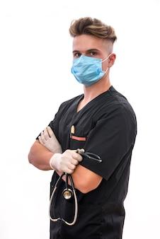 Cerca de las manos del médico con estetoscopio. trabajador médico ofreciendo ayuda