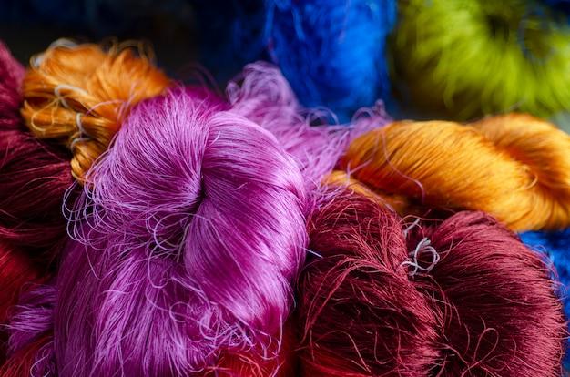Cerca del patrón de seda cerca de fondo