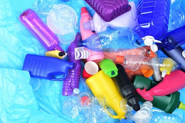 Cerca de un plástico de reciclaje