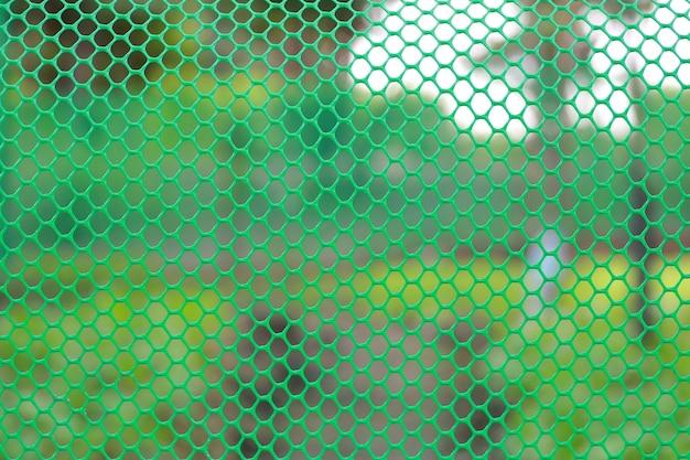 Cerca de rejilla de color verde jardín