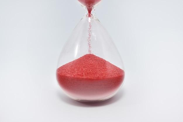 Cerca de reloj de arena reloj de arena aislado