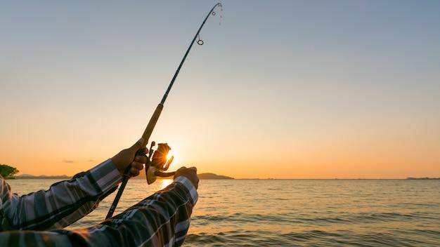 Cerca de la rueda de la caña de pescar
