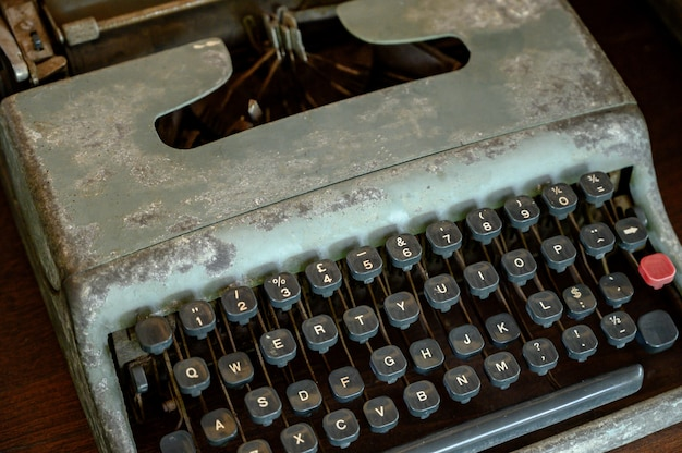 Cerca de las teclas de máquina de escribir vintage