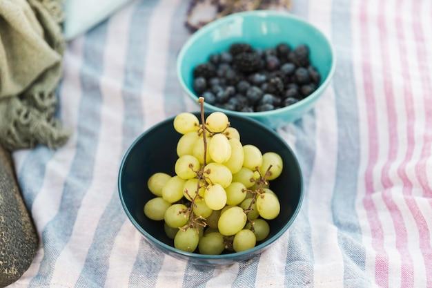 Cerca de uvas frescas