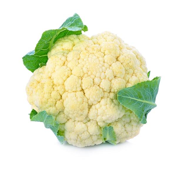 Cerca de vegetales de coliflor aislado