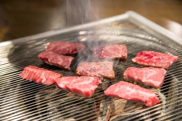 Cerdo asado para el vientre de cerdo a la parrilla, menú de estilo coreano, comida tradicional y popular de corea