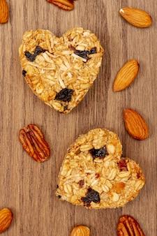 Cereal en forma de corazón con almendra