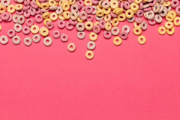 Cereales de frutas con copia espacio de fondo