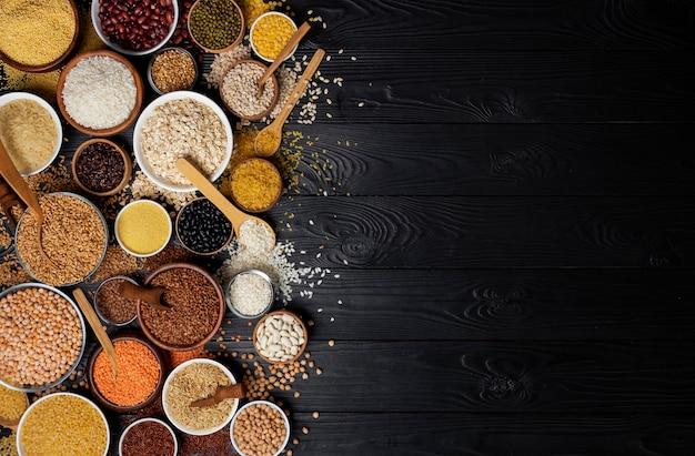Cereales, granos, semillas y granos de madera negra.