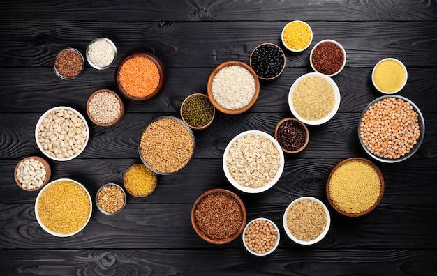 Cereales, granos, semillas y granos negros de madera.